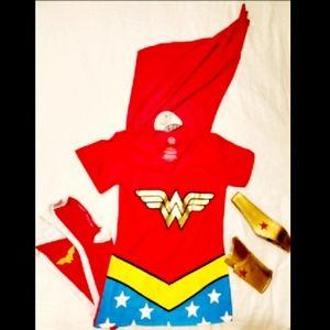 DC Comics Wonder Woman Cape Outfit sz M NWT